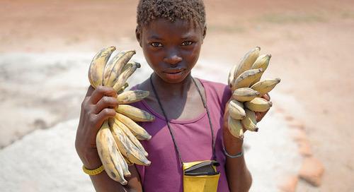 Le travail des enfants et la traite des êtres humains dans les chaînes d'approvisionnement mondiales restent des sujets de préoccupation imp