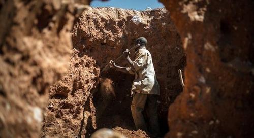 Kobaltabbau in der DR Kongo: Minenarbeiter-Familien klagen gegen Tech-Konzerne