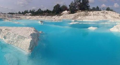 Menikmati Pesona Danau Biru di Indonesia