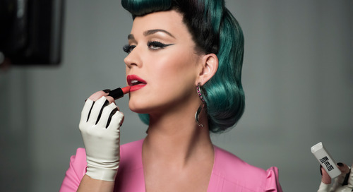 Tiga Cara Agar Lipstik Awet Seharian!