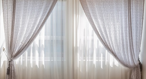 How to pack curtains for moving