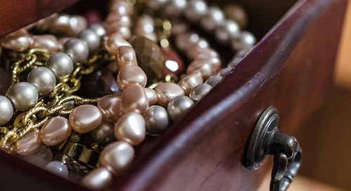 How to pack necklaces for moving