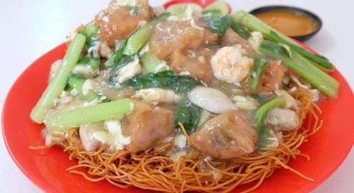 Makan Mie Nikmat dari Makassar
