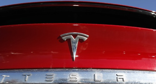 Tesla offers $2 billion in added shares, discloses SEC subpoena