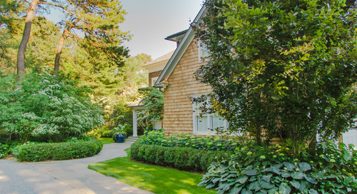 Tour a Romantic Cottage-Style Landscape in the Hamptons (10 photos)