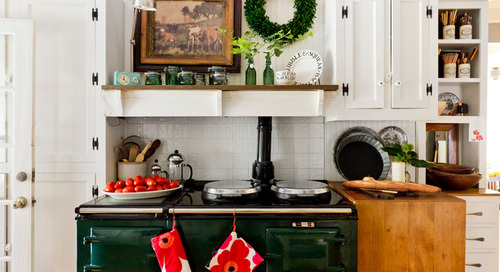 How to Host a Big Holiday Meal in Your Not-So-Big Home (11 photos)