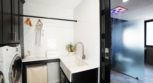 Loads of Function in a Classic Black-and-White Laundry Room (4 photos)
