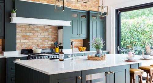 Dark Green Cabinets Add Elegance to a Welcoming Kitchen (8 photos)