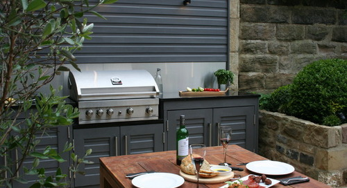 10 Stylish and Efficient Small Outdoor Kitchens (11 photos)