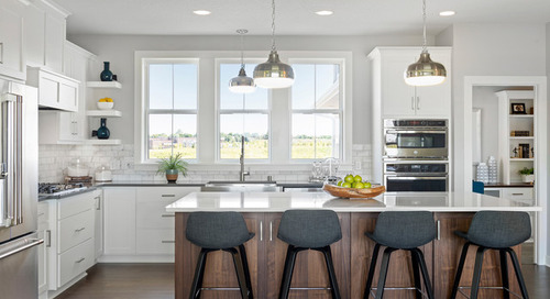 4 Kitchens With White Cabinets and a Wood Island (4 photos)