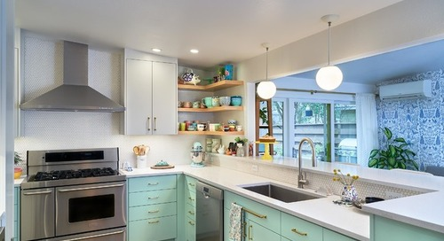 Kitchen of the Week: Minty Cabinets Transform a  Dated Space (12 photos)