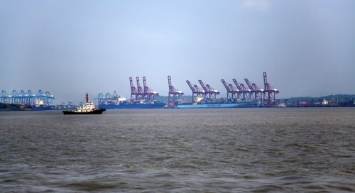 Strong winds cause container cranes to collapse at JNPT, Mumbai