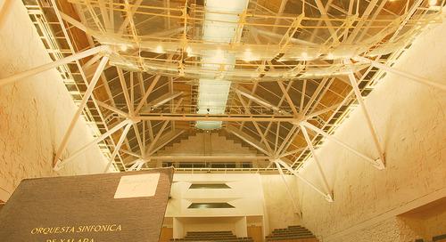 Sala de Conciertos Tlaqná de la Universidad Veracruzana se viste de gala con una moderna iluminación LED