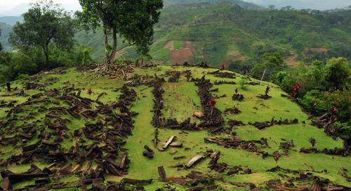 Wisata Arkeologi ke Situs Gunung Padang
