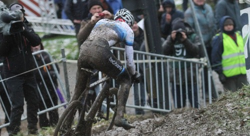 Van der Poel Rips, Slides to Vlaamse Druivencross Win and a Nice Payday – Report, Results